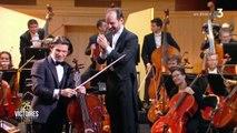 Gautier CAPUÇON interprète Le Cygne                                                                                            > Gautier CAPUÇON reprend «Le Cygne» au violoncelle : un moment d'une grande beauté