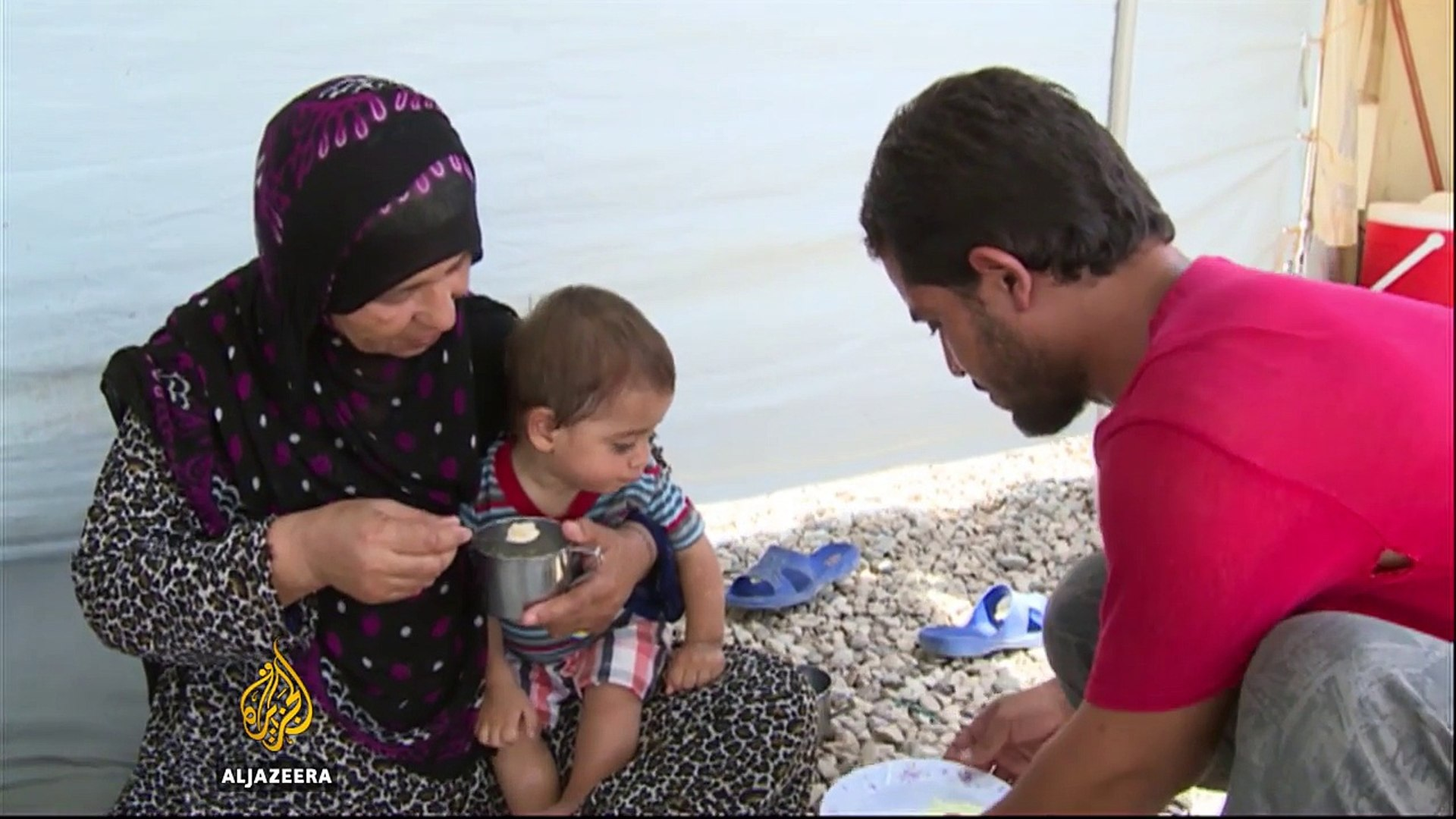 Mosul: Iraqi teams find bodies under rubble
