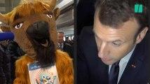 """""""Madame la vache"""", Macron débat avec de grosses peluches dès son arrivée"""