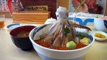 Cette japonaise a un poulpe vivant dans son assiette... Miam miam