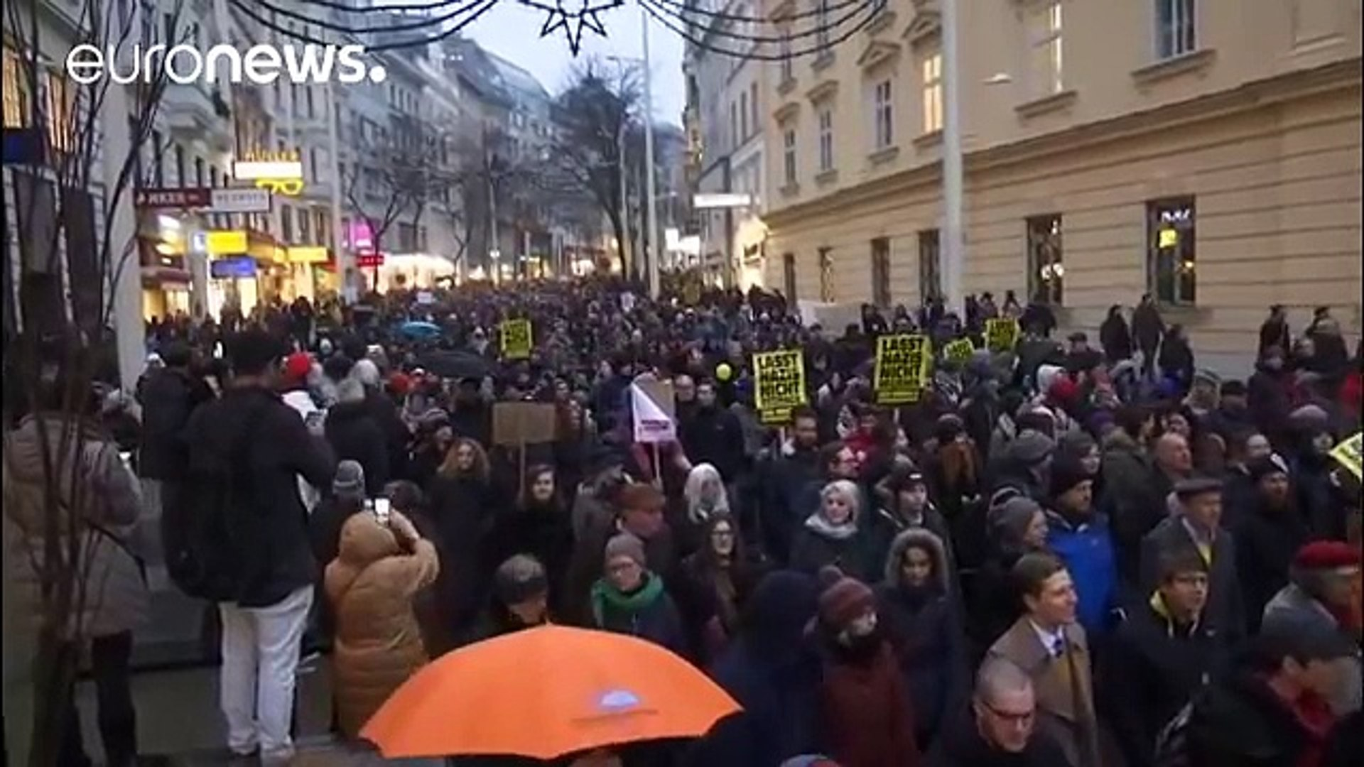 Austrians protest at FPO return to government