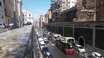 Rome tourists on open-top bus are irresistible snowball target