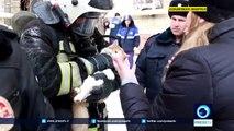 Massage cardiaque d'un chat sauvé par un pompier en Russie !
