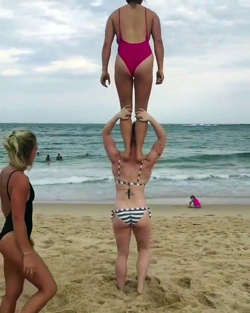 3 SEXY HOT BIKINI GIRLS DOING BUTT EXERCISE AT BEACH