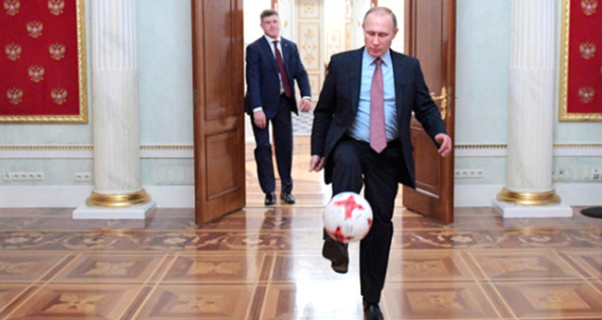 Putin ve FIFA Başkanı'nın Kremlin'de Futbol Oynadığı Görüntüler Ortaya Çıktı