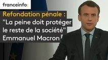 """Refondation pénale : pour Emmanuel Macron, """"la peine doit protéger le reste de la société"""". Mais il fait le constat que """"cette fonction de protection n'est pas pleinement assurée aujourd'hui"""""""