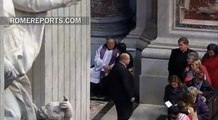 Pope Confesses in St. Peter\'s Basilica, before confessing others...