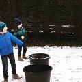 Ils lancent des boules de neige sur leur père en plein sport !!