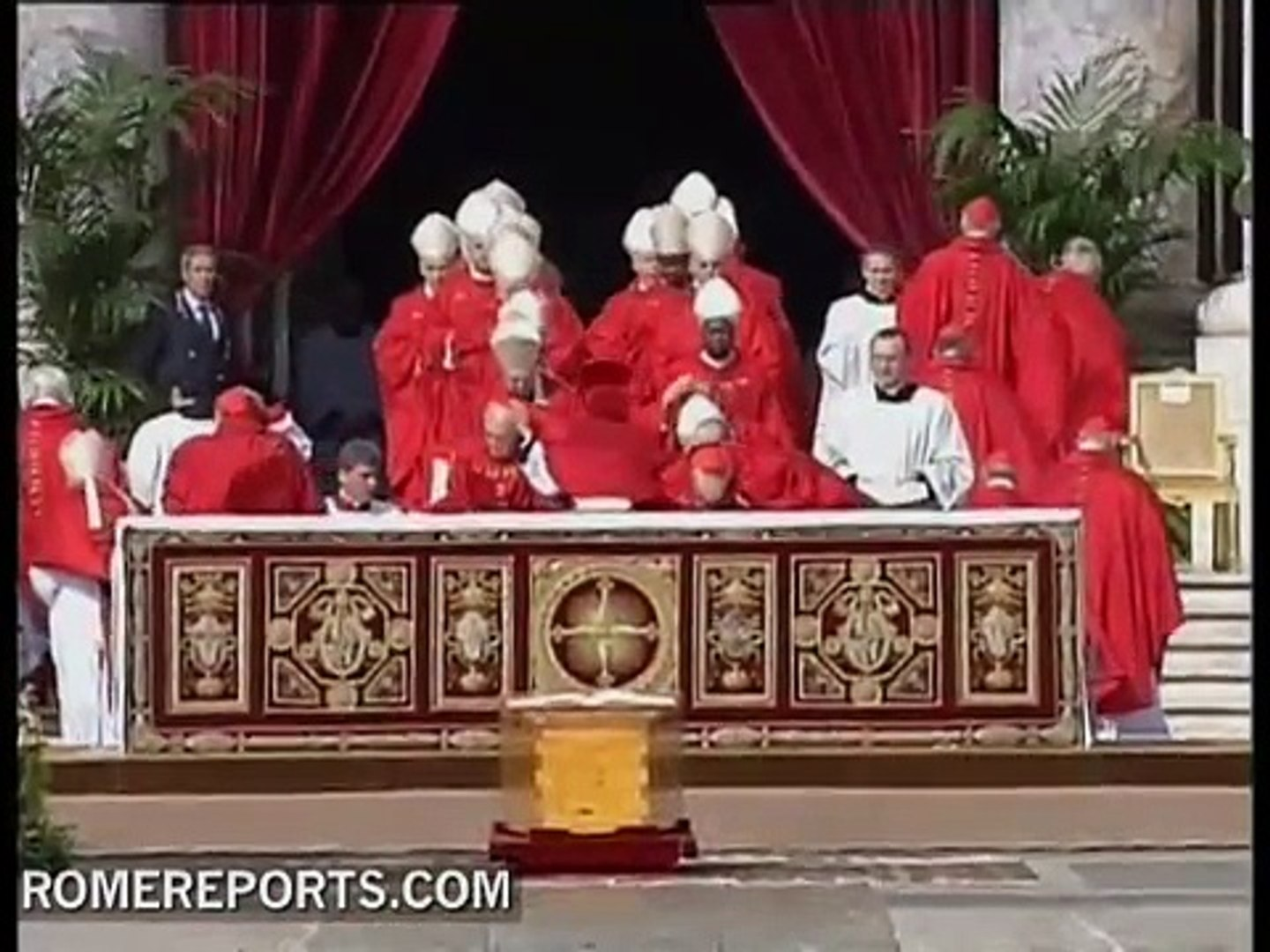 Vatican plans to show coffin of John Paul II for few hours after beatification ceremony