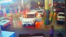Un véhicule prend feu à une station service