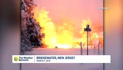 Fire of a power line in the snow! Impressive ..