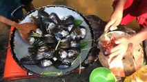 The Best Clams & Mussels Recipe - Fried Clams & Mussels With Lemongrass, Chili, & kaffir leaves