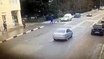un chauffeur renverse des cyclistes à Alushta