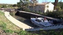Descente des écluses en bateau de location à Béziers