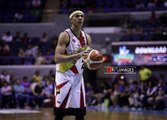 Santos overcomes a sluggish night... and a heckler in Semis Game 2