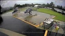 Un hélicoptère se pose trop près d'un autre hélicoptère