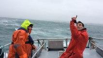 Exercice d'hélitreuillage en baie de Douarnenez à bord de la vedette SNSM