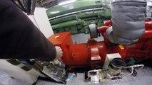 Voilà à quoi ressemble le moteur d'un bateau remorqueur - Moteur diesel Tugboat 5300 chevaux