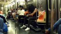 Quand tu croises un batteur metal dans le métro... Mais qu'il n'a pas de batterie