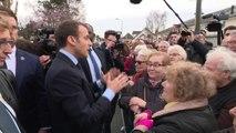 """Une retraitée interpelle Macron à Tours: """"On a travaillé toute notre vie... On n'est pas content"""""""
