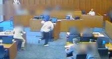 Kürsüdeki Görgü Tanığı Öldürmek İsteyen Mahkum, Mahkeme Salonunda Vuruldu