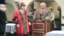 Monty Python's The Nude Man 1/2 - Vidéo dailymotion