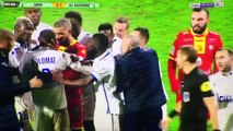 Coup de tête et coup de poing les images chocs des deux joueurs de lAJ Auxerre qui se sont battus entre eux sur le terra