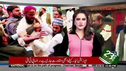 Nawaz Sharif Par Joota Phenkne Wala Phans Gaya