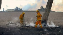 Hundreds flee Australian bush fires