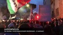 Via Allegri, la protesta e i canti dei biancocelesti