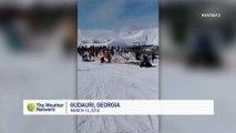 Skieurs projetés au sol d'un télésiège en pleine piste de ski !