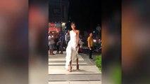 """H'Hen Niê tái diễn lại màn catwalk """"thần thánh"""" đầy điêu luyện"""