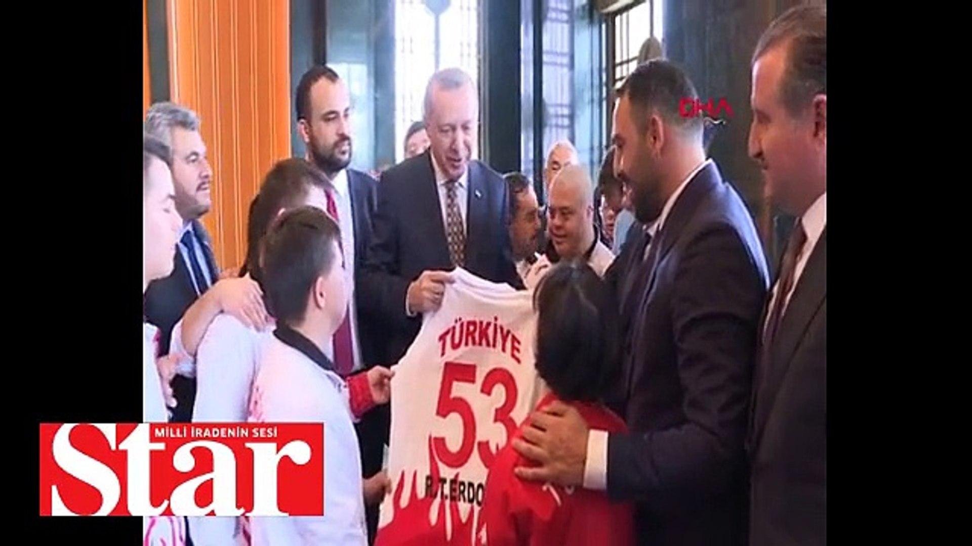 Cumhurbaşkanı Recep Tayyip Erdoğan, Down Sendromlu Özel Sporcular Futsal Milli Takımını kabul etti