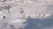 Projeter de la neige sur des skieurs au tire-fesses