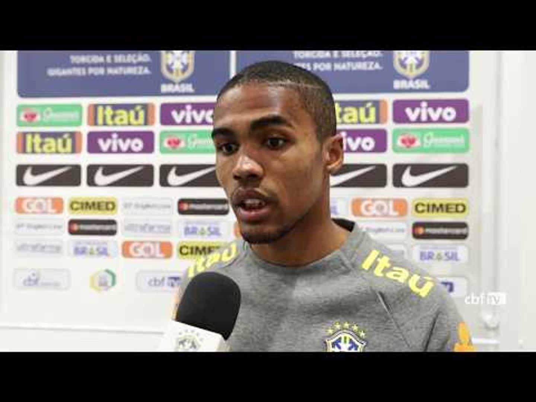 Douglas Costa avalia atuação da Seleção Brasileira