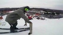 Saut en ski : il attrape une cannette la tête à l'envers !