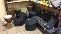 Avant d'attaquer les choses sérieuses, les sonneurs du Bagad Bro Konk font chauffer les instruments
