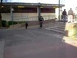 Sacha   marche sur la dalle skate