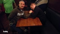 Un bras de fer dans un pub qui tourne au bras cassé