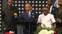 """Aux obsèques de Stephon Clark, le révérend Al Sharpton appelle les Afro-américains à mettre fin à """"cette folie"""""""