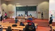 Conférence théâtrale des étudiants favorables au blocus de l'université