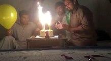 Ballon d'Helium et bougies d'anniversaire ? Mauvaise Idée !