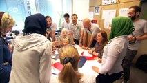 Refugiados ayudan a otros refugiados. | Reporteros en el mundo