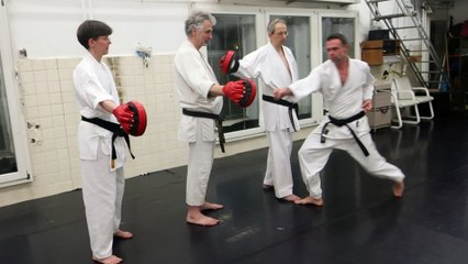 Entraînement au Sambon Kumite