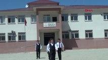 Hakkari Öğrencilerden Kurduğu 50 Kişilik Koroyla, Irak Sınırında Konser Verdi-Hd