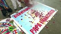 Chamanes dan la bienvenida al papa Francisco con rituales