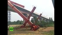 Una grúa se desploma sobre una obra de construcción en China y mata a varios obreros