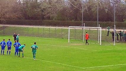 le penalty du coach des U15... fêté avec ses joueurs