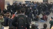 Nanterre : les CRS évacuent les étudiants par la force