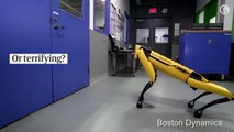 Robot de Boston Dynamics qui ouvre une porte